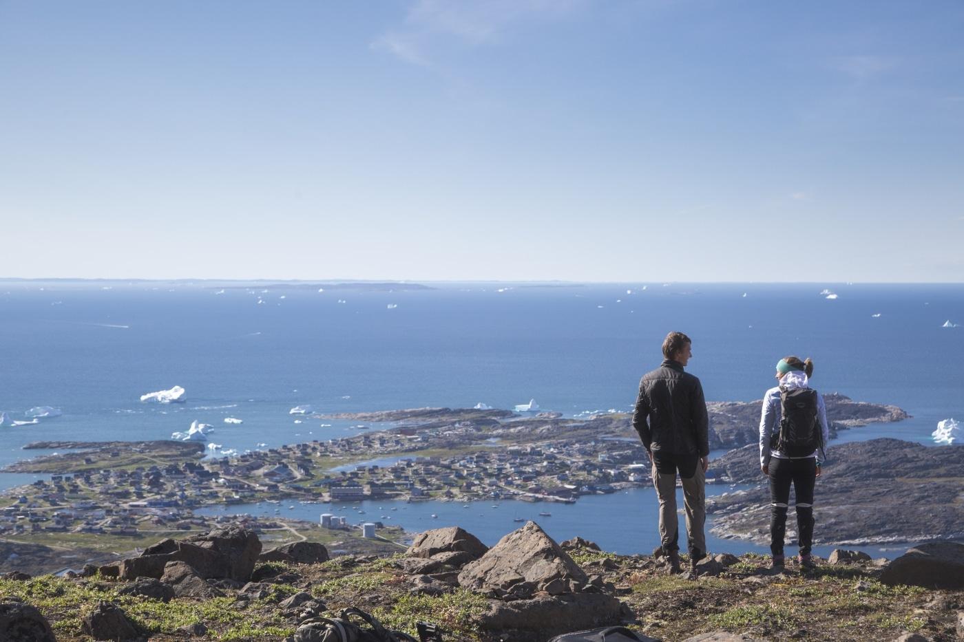 Storslået udsigt ud over Diskobugten og Qeqertarsuaq. Foto Henrik Kaarsholm – Hotel Disko Island, Visit Greenland