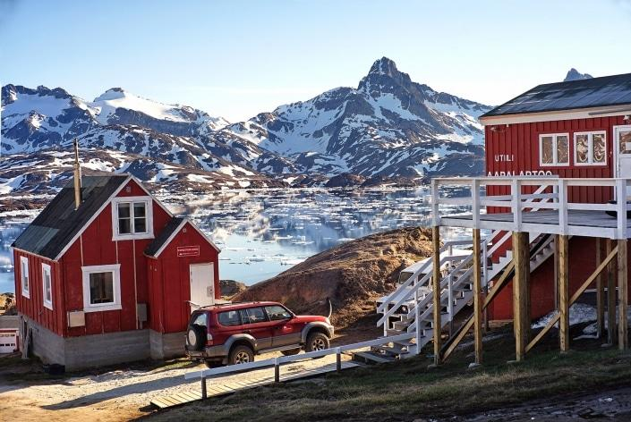 The Red House in front of the Kong Oscar Fjord. Photo by Ulrike Fischer, Visit Greenland