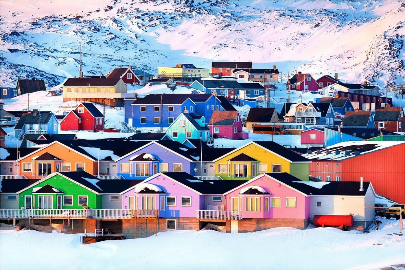 Colourful houses seen during coastal sailing. By Marcela Cardenas