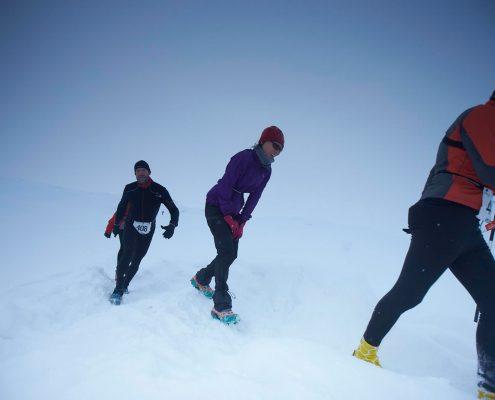 Polar circle marathon participants in snow. By Visit Greenland