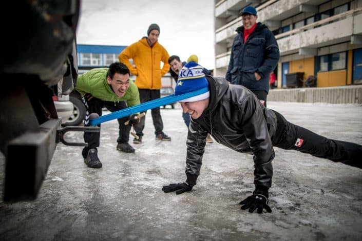 Tonny Fisker training head pull against a car beofre the Arctic Winter Games in Nuuk in Greenland. By Mads Pihl