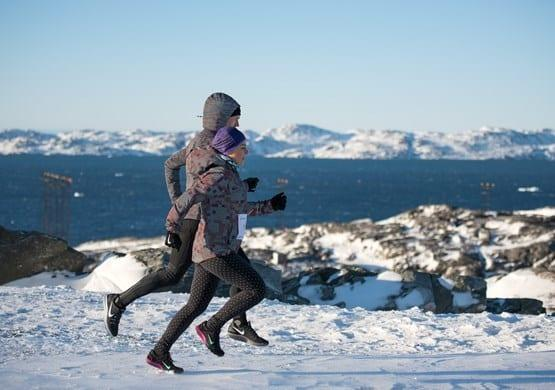 Two runners trainning for a marathon in the snow. By Bo Kristensen
