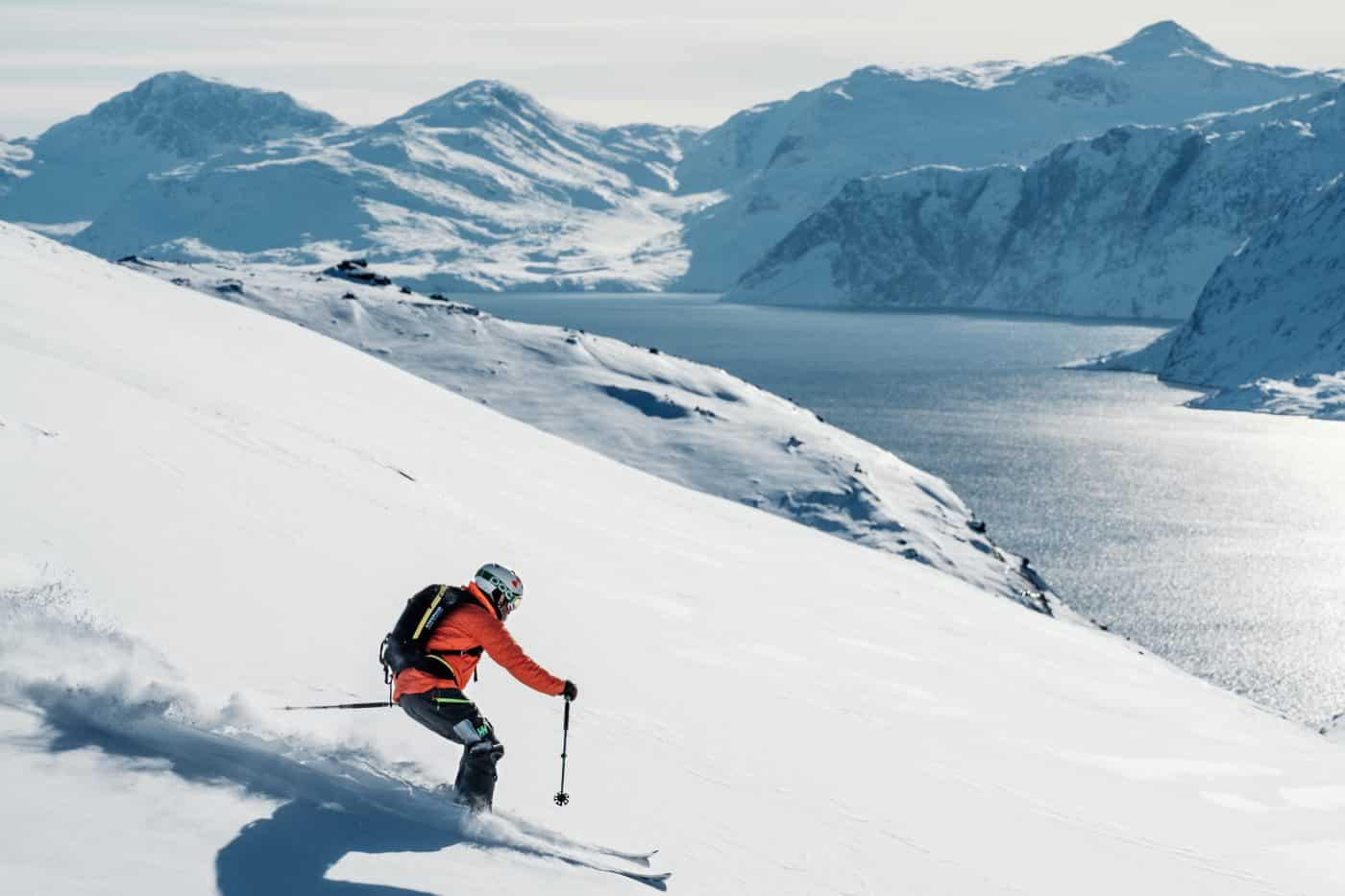 Skiers arrive to their cabin in Qooqqut to start a ski weekend. Photo by Petter Cohen, Xtravel