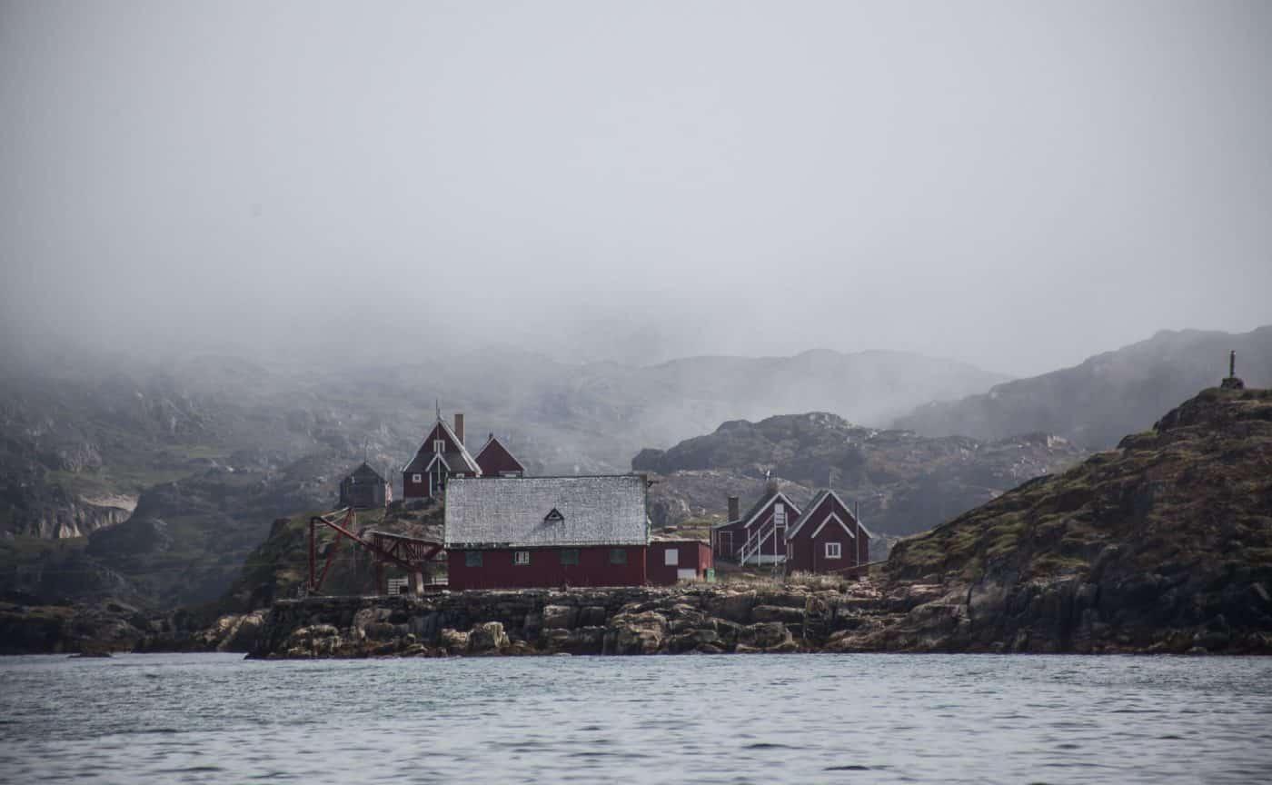 Tåge i bygden nær Sisimiut. Photo by Olafur Rafnar Olafsson