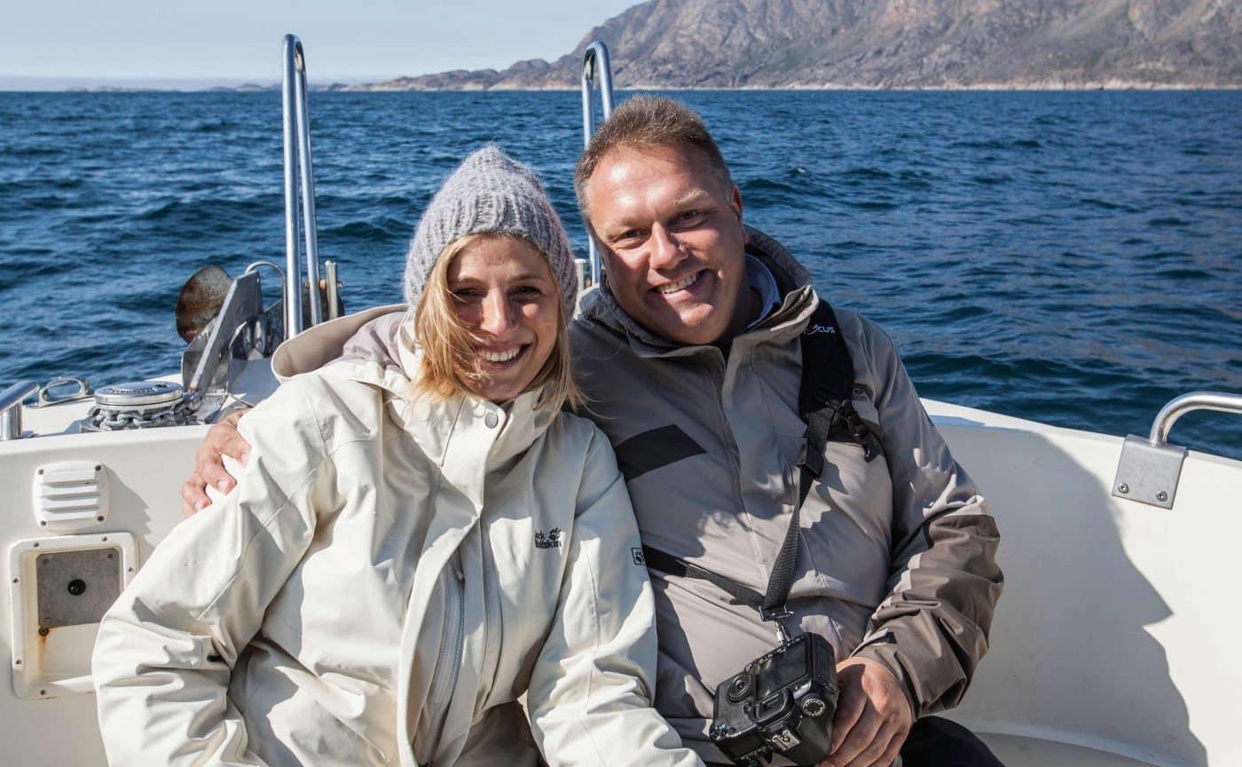 Et glad par, på vej ind i fjorden i Sisimiut. Photo by Olafur Rafnar Olafsson