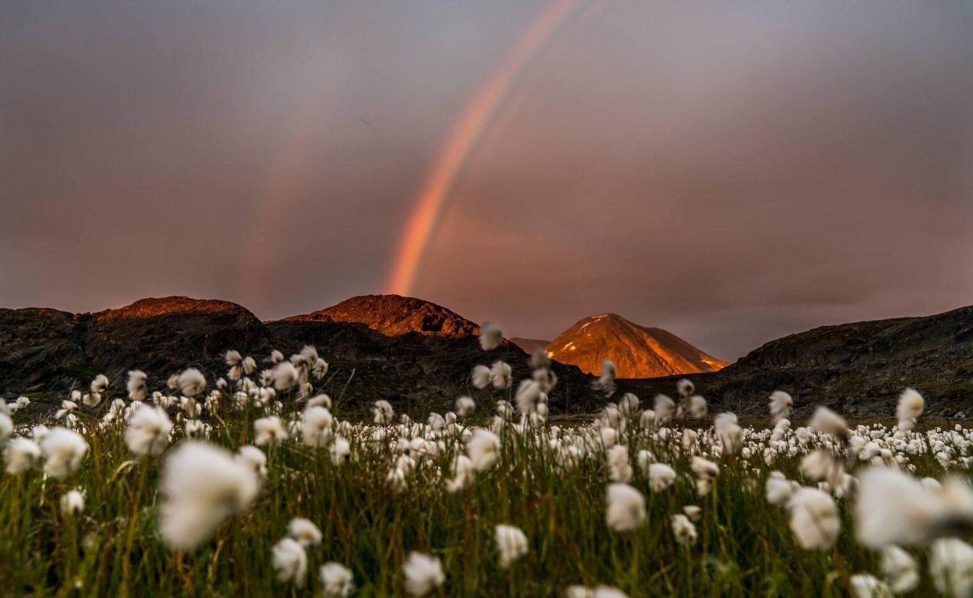 Regnbue og fjeldet i Sisimiut. Photo by Henrik Schmidt