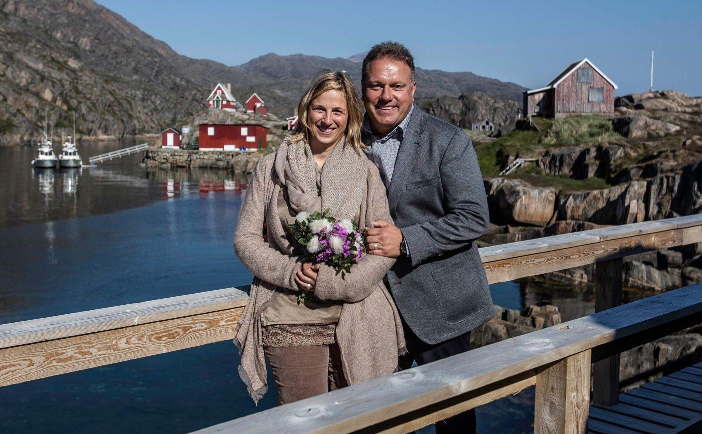 Et glad bryllupspar i Sisimiut. Photo by Olafur Rafnar Olafsson