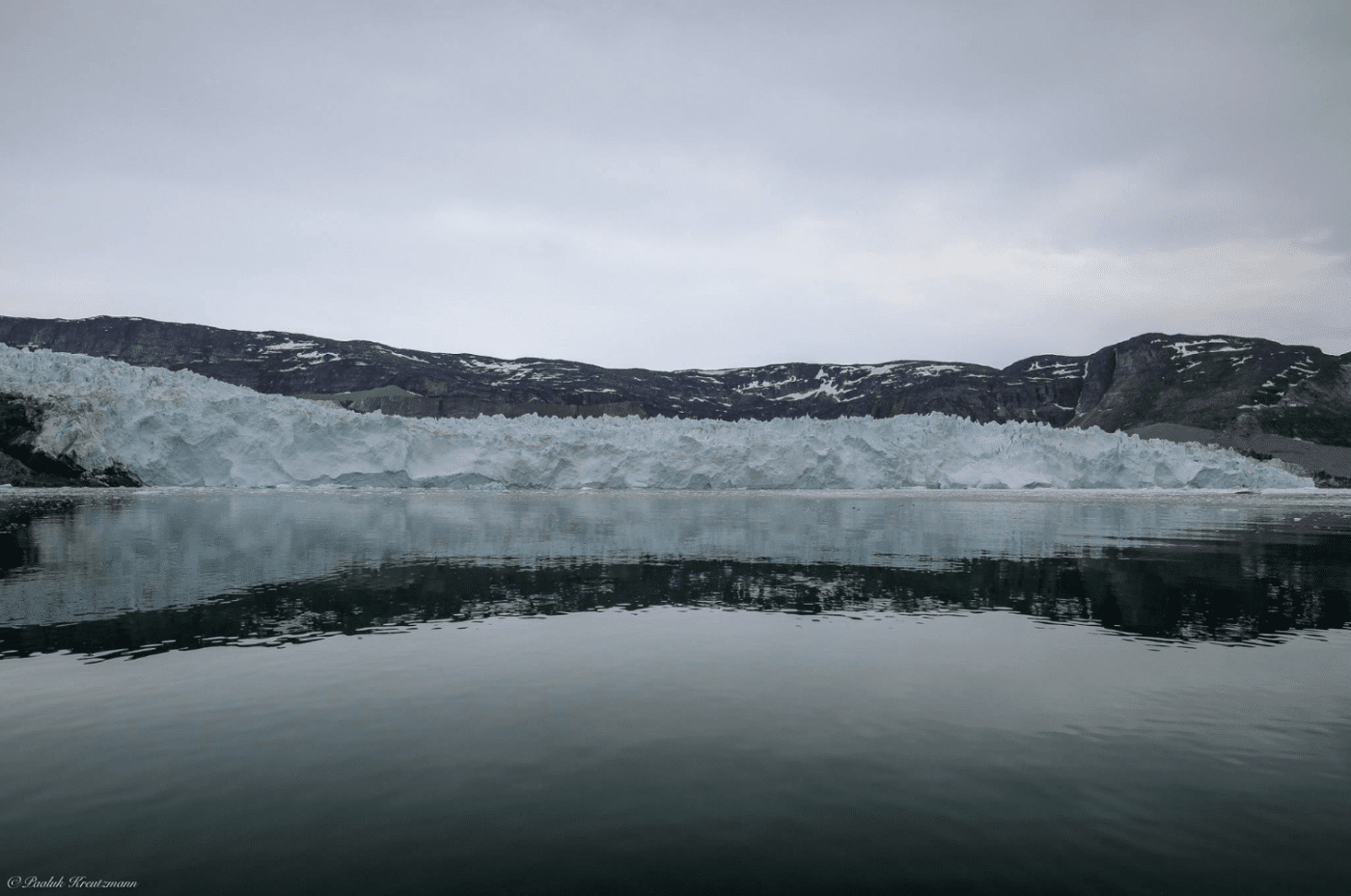 Mountains and ice infront of the sea. Photo by Uummannaq Seasafaris ApS, Visit Greenland