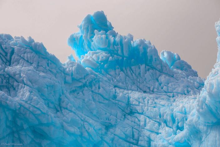Large blue glacier near Uuummannaq. Photo by Uummannaq Seasafaris APS, Visit Greenland