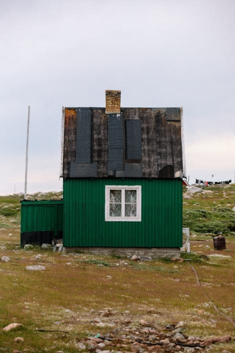 Portrait of a green home and clothes line in Ilimanaq. Photo by Jessie Brinkman Evans-min