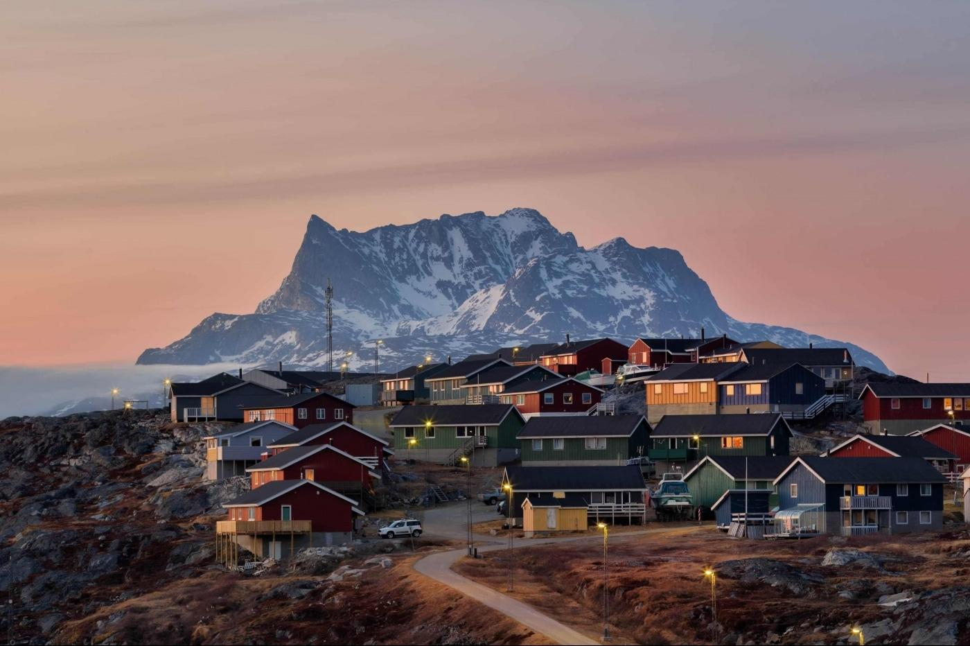 Nuussuaq in an autumn sunset with mount Sermitsiaq in the background in Nuuk in Greenland. Photo by Carlo Lukassen