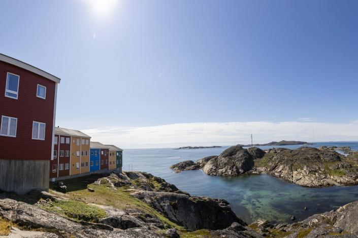 Colourful Houses View in Sisimiut. Photo by Aningaaq R Carlsen – Visit Greenland