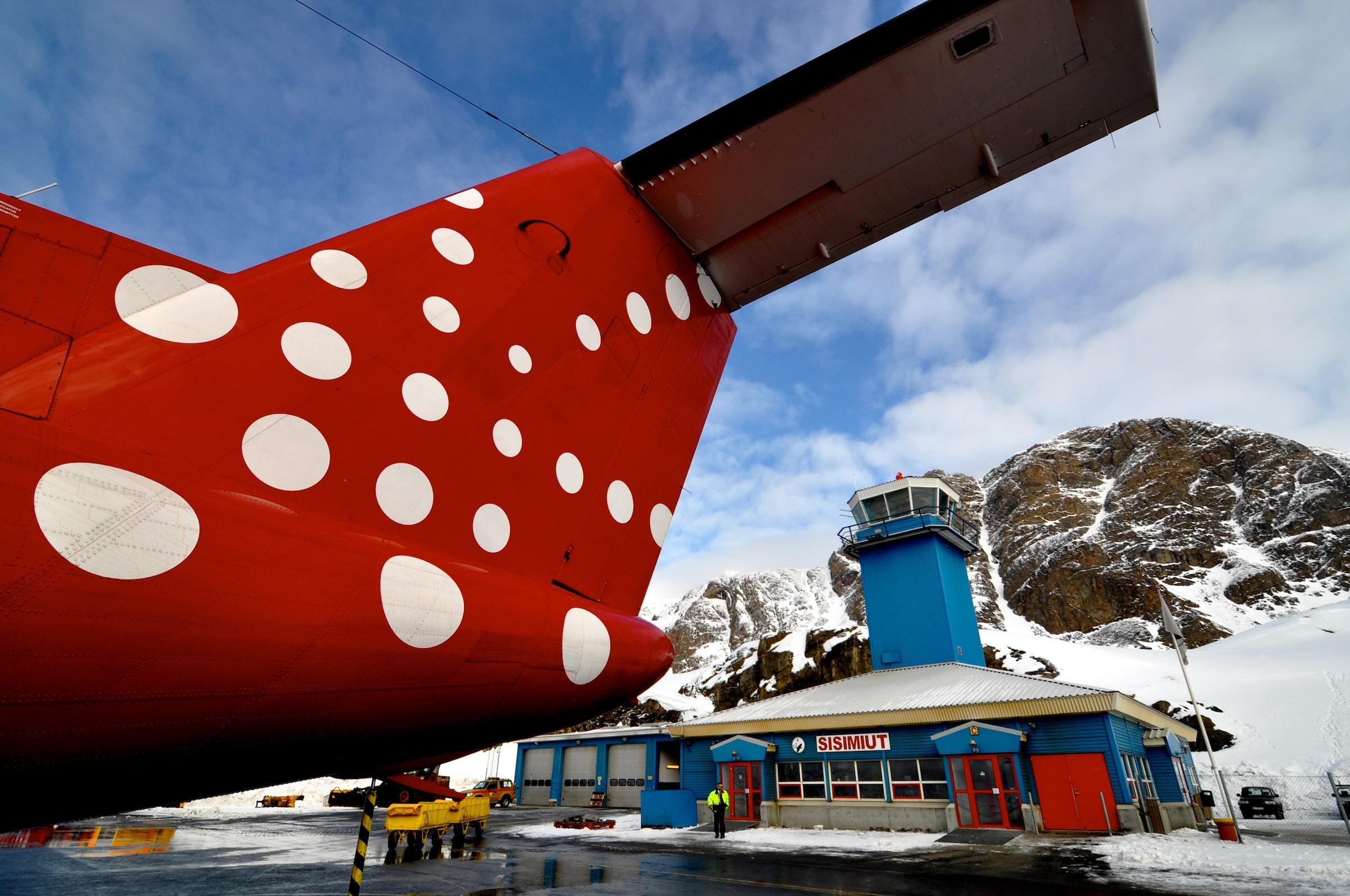 Spring weather at Sisimiut Airport in Greenland. Photo by Allan Liddle.