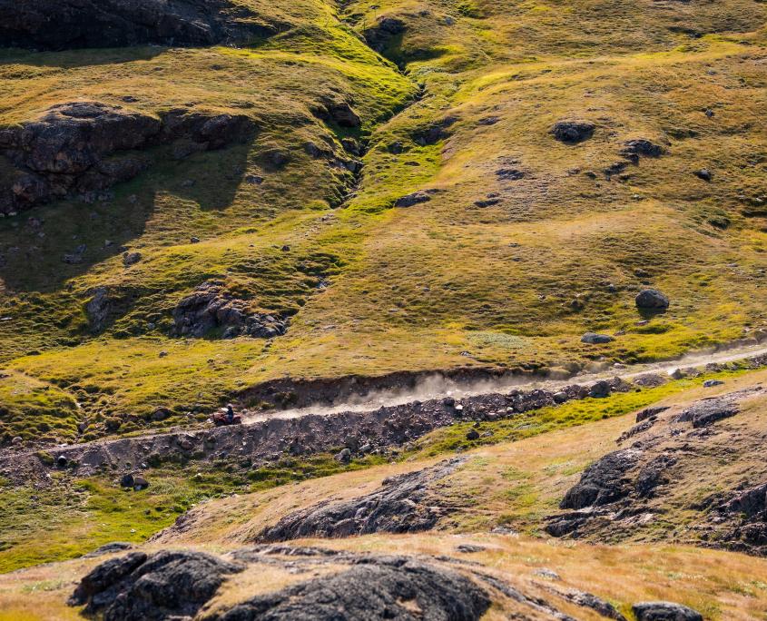 4WD on dirt road in Inneruulalik. Photo - Aningaaq R. Carlsen, Visit Greenland