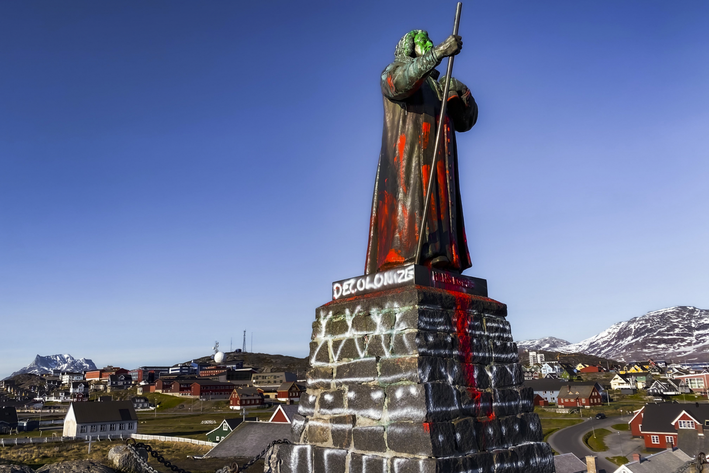 Hans Egede Statue in Nuuk splashed with paint. Photo by Kim Insuk - Visit Greenland.