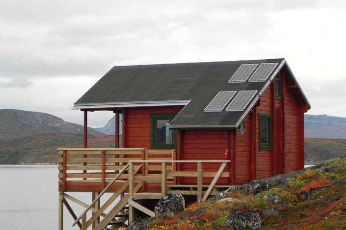 Red hut with solar panels in Kapisillit. Photo by Asimut Tours and Camp