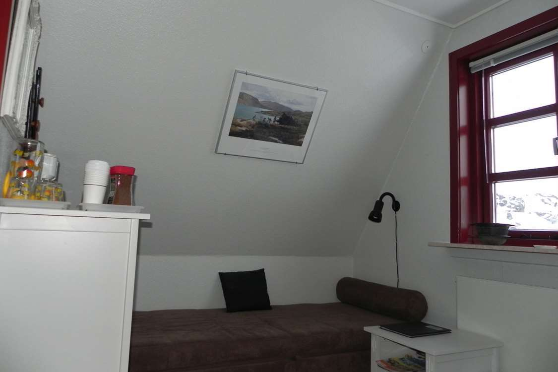 View of room in Kapisillit. Photo by Asimut Tours and CampHytten Amaroq from outside. Photo by Asimut Tours and Camp