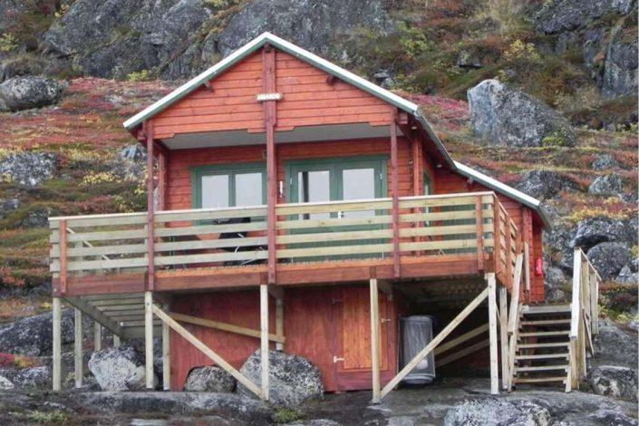 Red hut in Kapisillit close to Nuuk, Capital Region. Photo by Asimut Tours and Camp