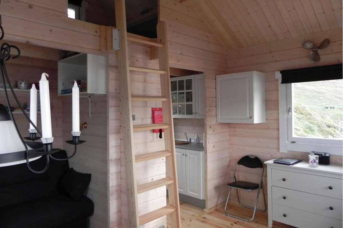 Inside view of hut in Kapisillit. Photo by Asimut Tours and CampHytten Amaroq from outside. Photo by Asimut Tours and Camp