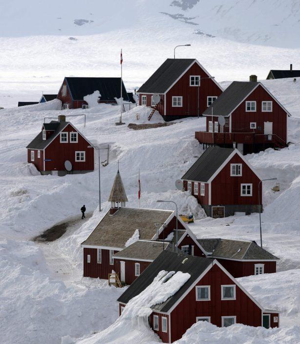 Charming houses in Ittoqqortoormiit. Photo by Jørgen Chemnitz