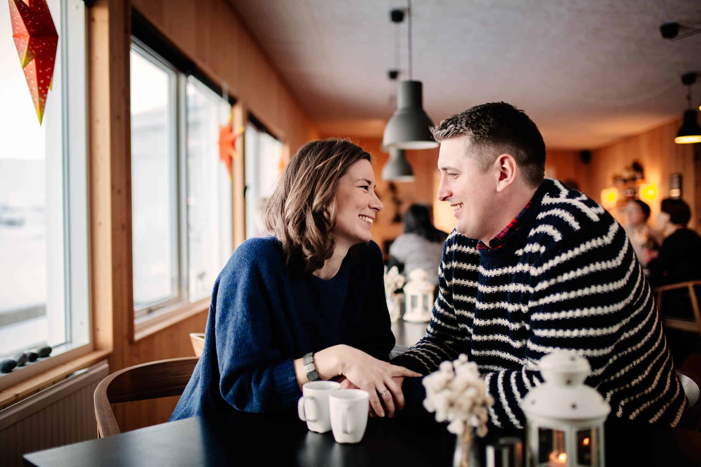 Couple having coffee in Inuk Hostels in Nuuk in Greenland. By Rebecca Gustafsson