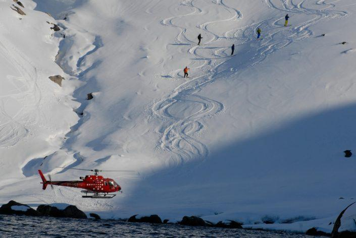 Heliskiing on Hamborgerland near Maniitsoq in Greenland. Photo by Jörg Ehrligh