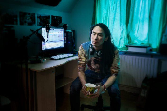 Portrait of the greenlandic music producer Aqqalu Engell in his home studio. Photo by Rebecca Gustafsson