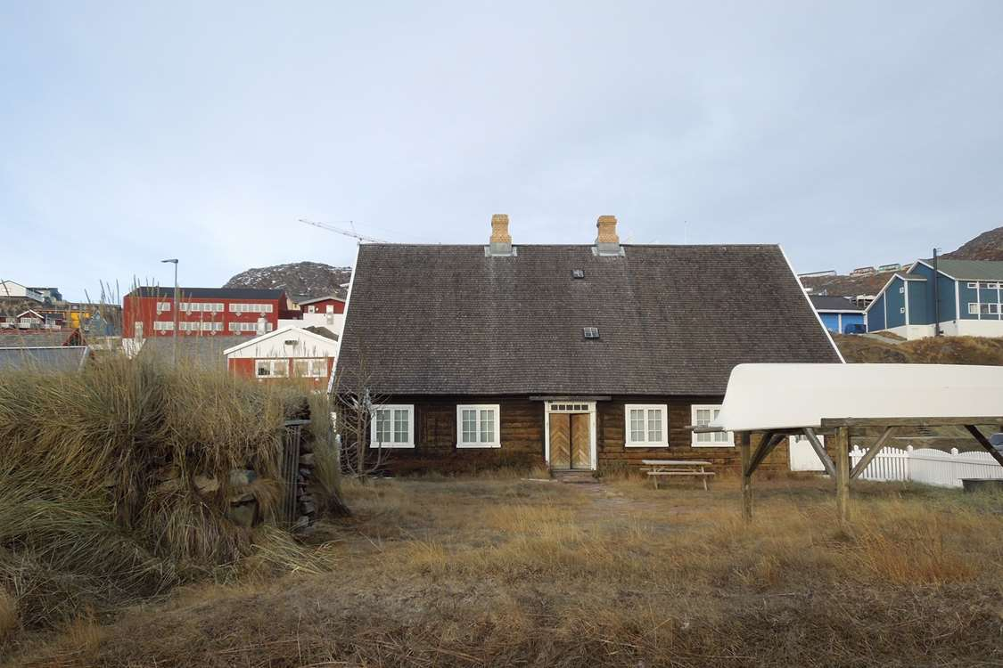 Outside view of Qaqortoq Museum with a kayak in the front. Photo by Qaqortoq Museum