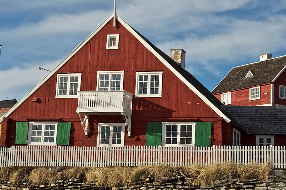 One of the buildings at Qasgiannguit Museum in Greenland in Summer. Photo by Mads Pihl - Visit Greenland