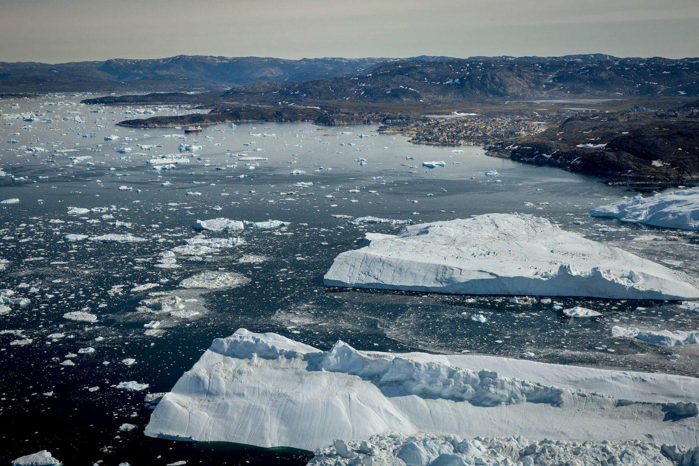 Huge icebergs with Ilulissat in the background seen from an Air Zafari flight in Greenland. Photo by Mads Pihl.jpg