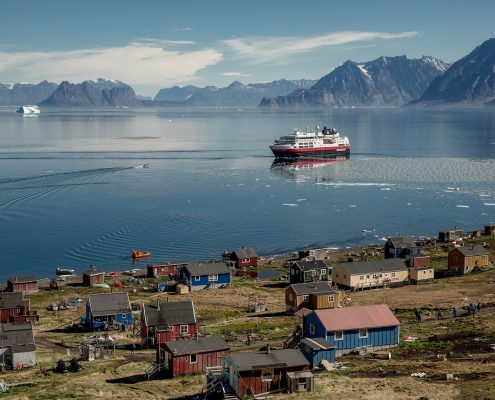 The Greenlandic settlement of Illorsuit with MS Fram in the background. Photo by Mads Pihl.jpg