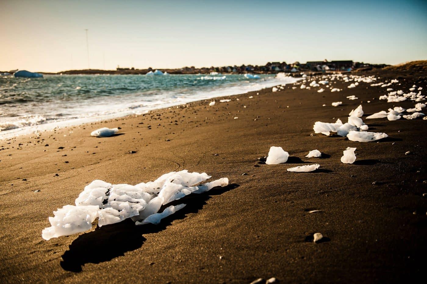The beach near Qeqertarsuaq town in the Disko Bay in Greenland. Photo by Camilla Hylleberg
