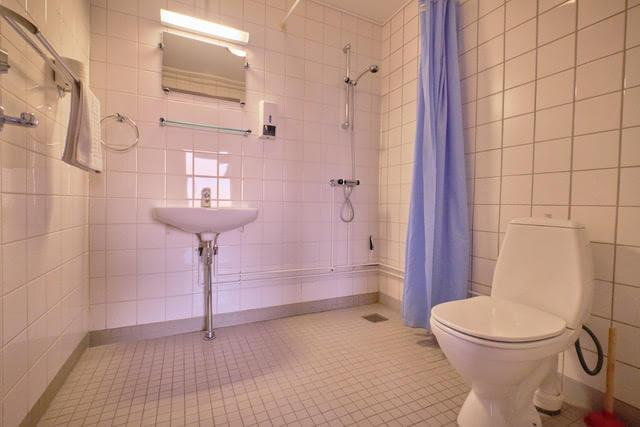 Large Bathroom. Photo by Lisa Germany, Visit Greenland