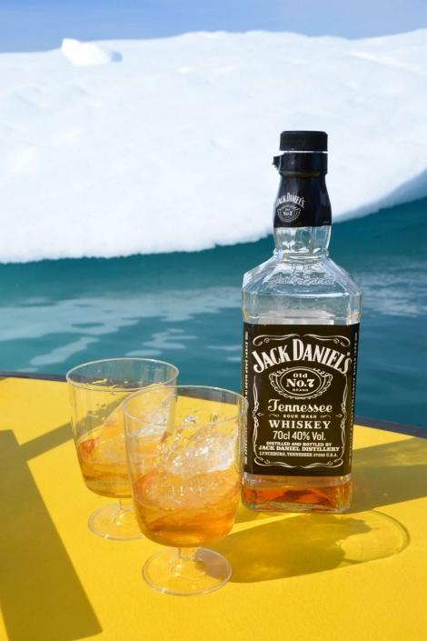 Whiskey on the rocks with inland ice. Photo by Nuuk Water Taxi - Visit Greenland