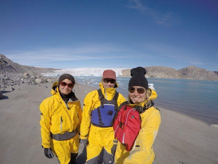 Adventurers taking a selfie. By Visit Greenland