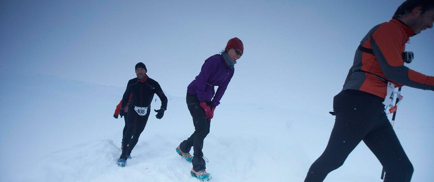 Polar circle marathon participants in snow. By Visit Greenland