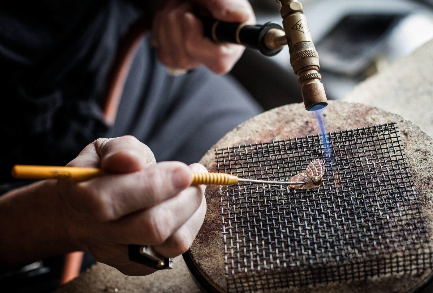 Jewellery maker Marianne Farup Hansen from Kontrast Smykker forging a ring in Sisimiut - by Mads Pihl