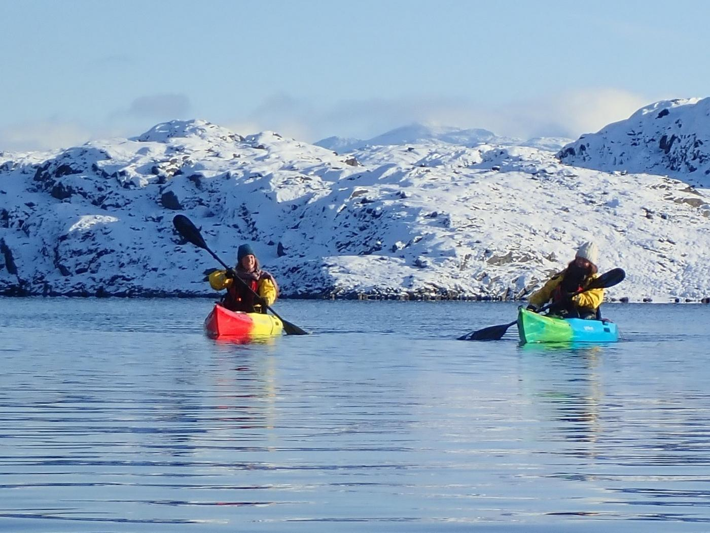Two men kayaking in the lake. Photo by Nuuk Adventure - Visit Greenland