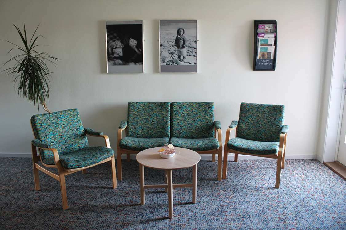 Comfortable seating area in the entrance hall. Photo by Aasiaat Sømandshjem, Visit Greenland