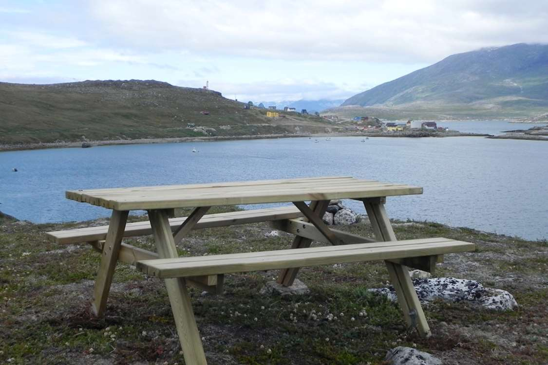 Bench with view of Kapisillit and Nuuk Fjord, Capital Region. Photo by Asimut Tours and CampHytten Amaroq from outside. Photo by Asimut Tours and Camp
