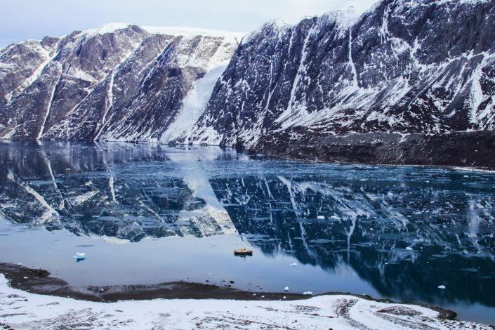 Boat trip and skii adventure in the eterinty fjord near Maniitsoq. Photo by Jesper Regin
