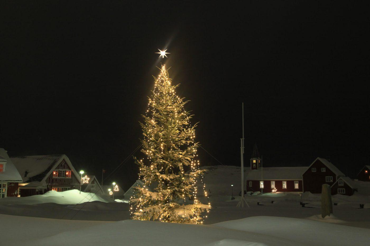 Christmas tree in Nuuk, by Klaus Eskildsen