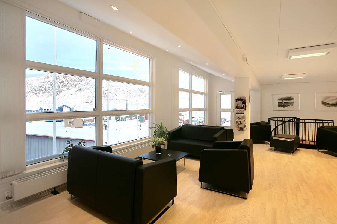 Comfortable seating area in front of a large window. Photo by Hotel Sisimiut