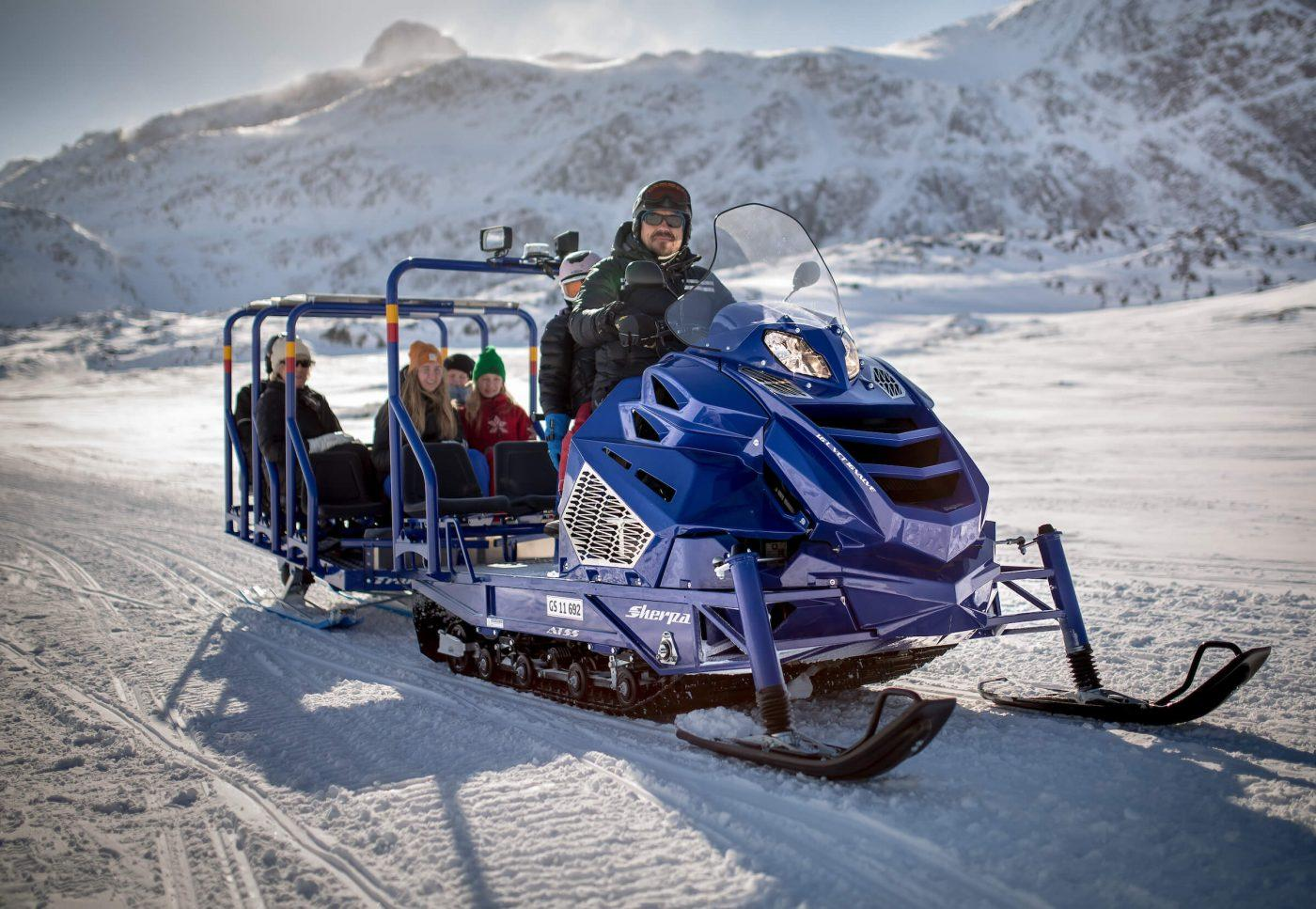 The snowmobile bus on the trail towards Sisimiut in Greenland. Photo by Mads Pihl, Visit Greenland