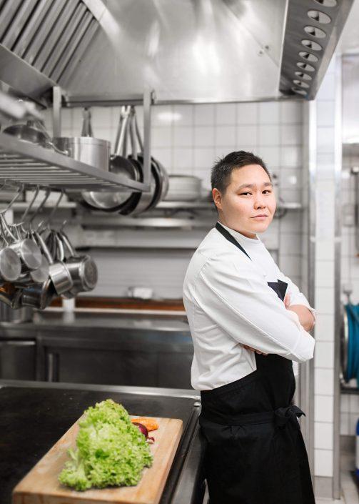 Portrait of the greenlandic chef Rasmus Lynge. Photo by Rebecca Gustafsson