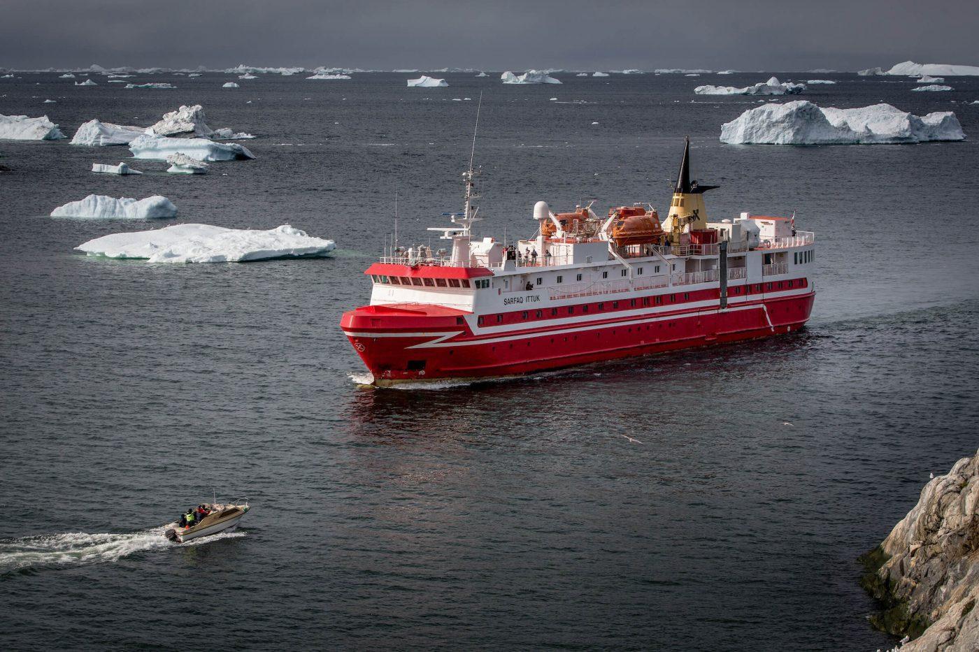 Sarfaq Ittuk arriving in Ilulissat in Greenland. By Mads Pihl