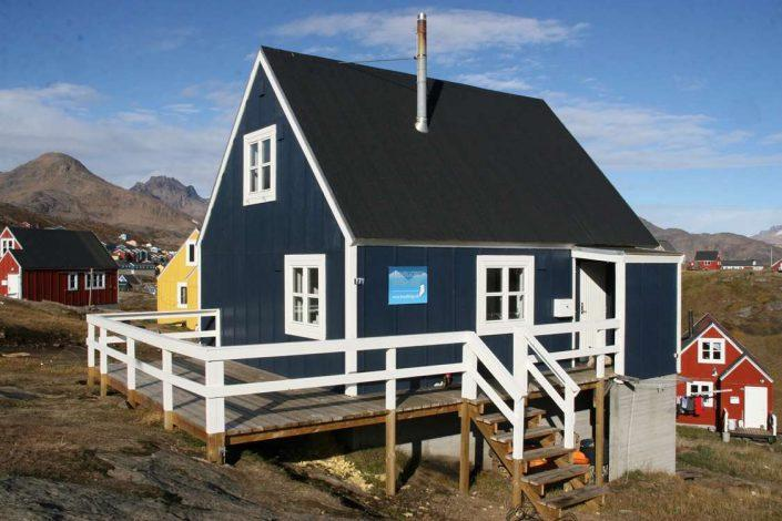 Arctic Dream Travellodge from outside on a sunny day. Photo by Arctic Dream, Visit Greenland
