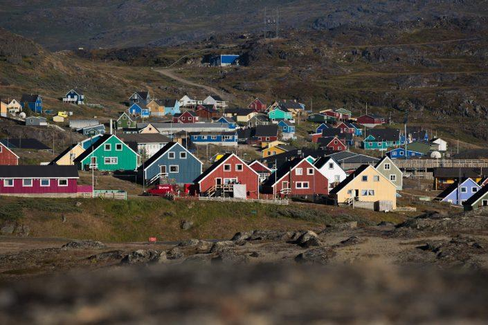 A view over parts of Narsaq in South Greenland with typical Greenlandic houses in the centre. Photo by Mads Pihl.