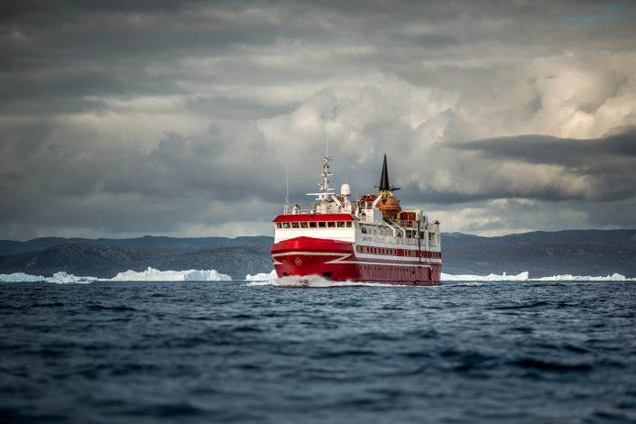 Sarfaq Ittuk en route between Ilulissat and Aasiaat. Photo by Mads Pihl.