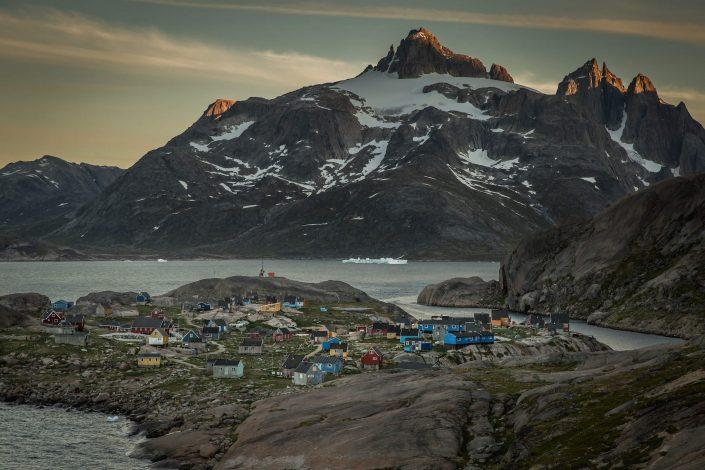 The sun sets on the mountain Qilertiki with the village Aaappilattoq in South Greenland in the foreground. Photo by Mads Pihl.